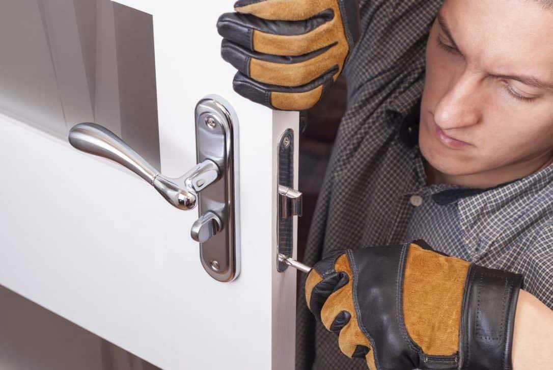 locksmith changing front door lock